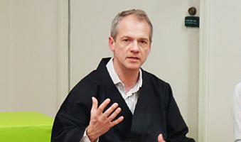 2015年6月6日(土)本場のボストン大学心理学教室ホフマン教授と行うマインドフルネス・ワークショップが開催されました。